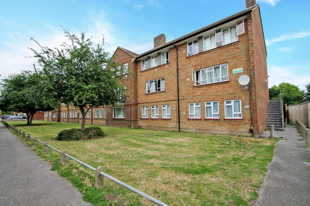 3 Bedrooms Flat for sale in Saint Anne's Avenue, Stanwell, TW19