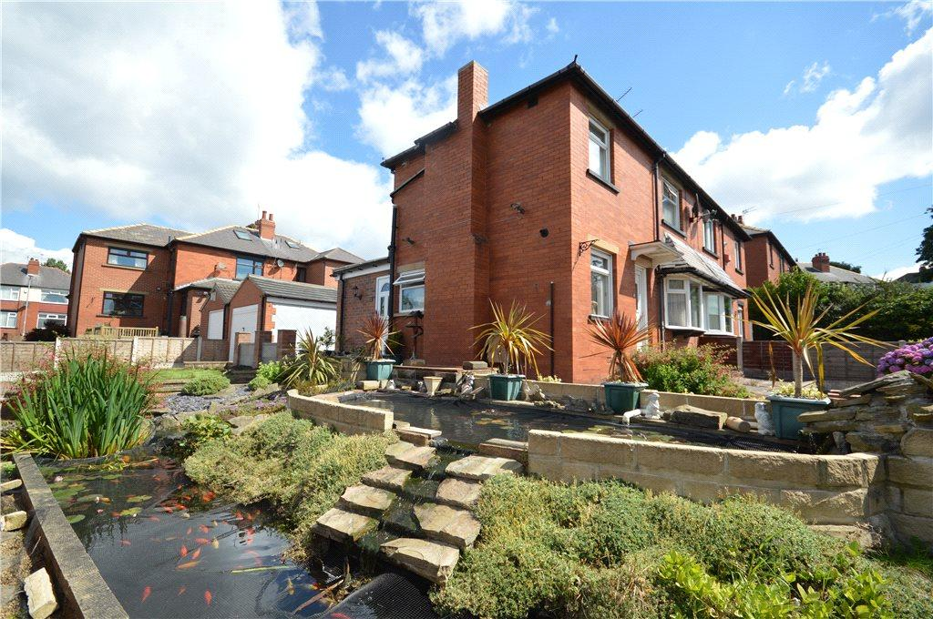2 Bedrooms Semi Detached House for sale in Henry Avenue, Leeds