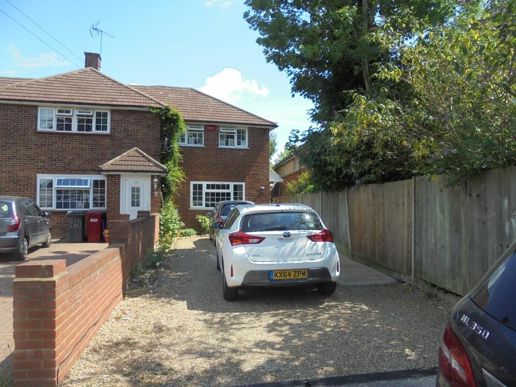 3 Bedrooms End Of Terrace House for sale in wexham road slough