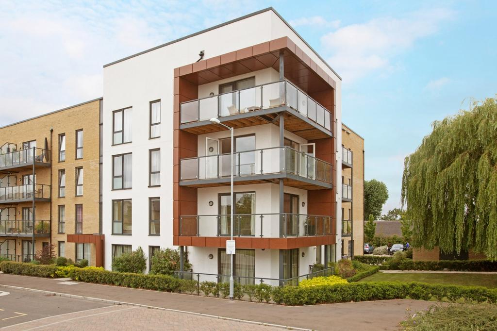 3 Bedrooms Apartment Flat for sale in Blackthorn House, St. Clements Avenue, Harold Wood, Romford, RM3