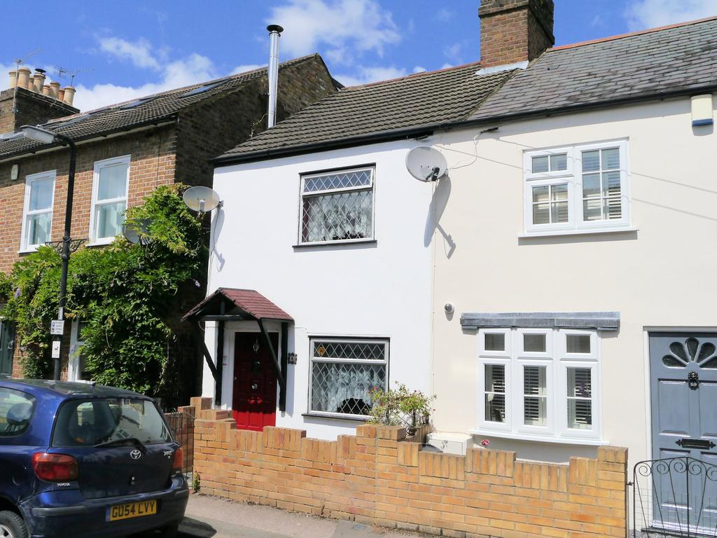 2 Bedrooms End Of Terrace House for sale in Oak Lane, Windsor SL4