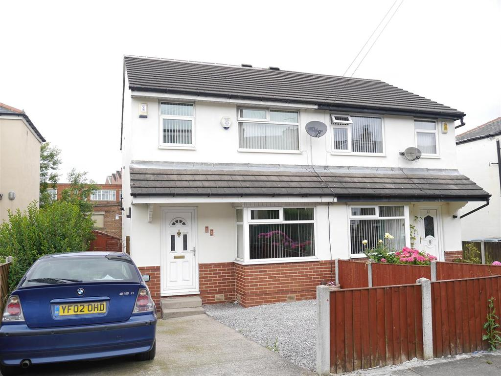 3 Bedrooms Semi Detached House for sale in Compton Street, Dudley Hill, BD4