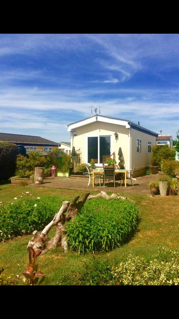 2 Bedrooms Detached Bungalow for sale in Redlands Park, Lighthorne, Warwick