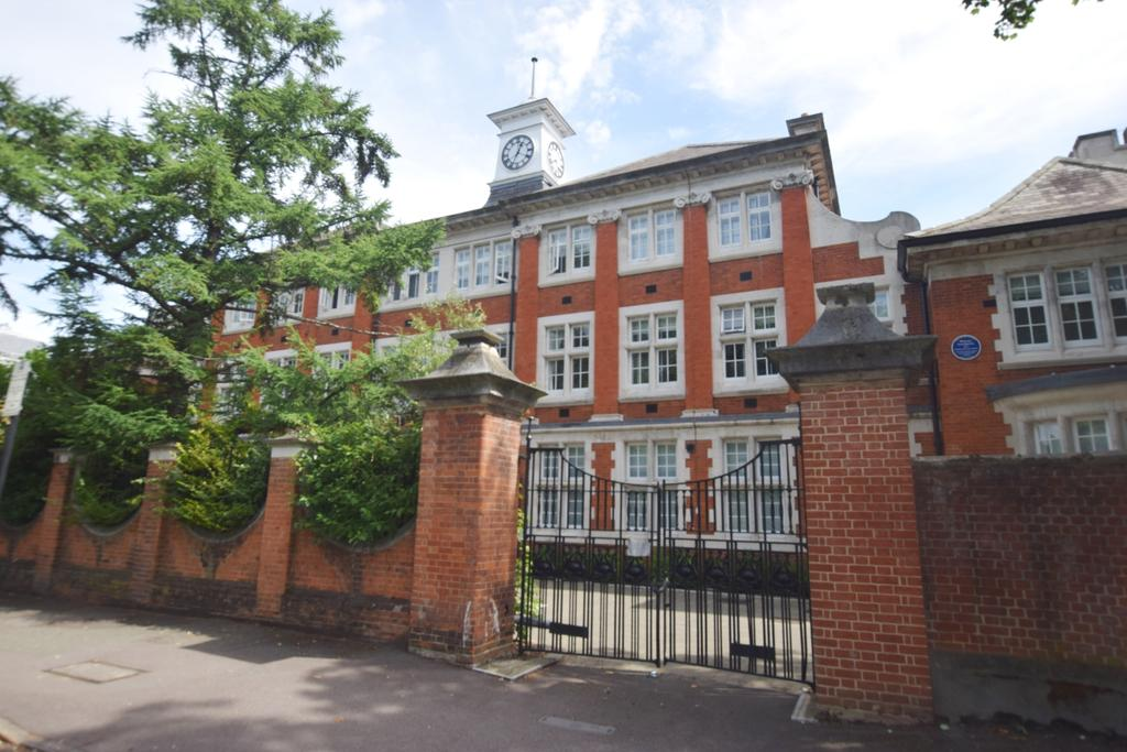 2 Bedrooms Flat for sale in Marianne Close Camberwell SE5