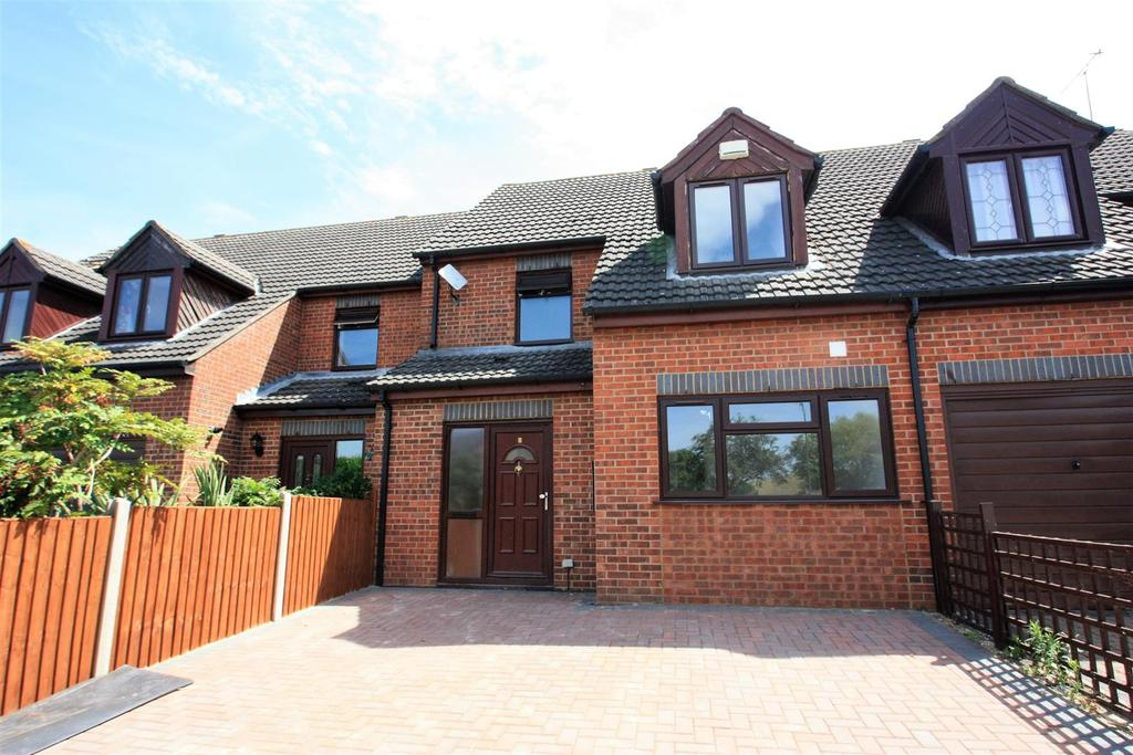 4 Bedrooms Terraced House for sale in Evergreen Way, Stanwell