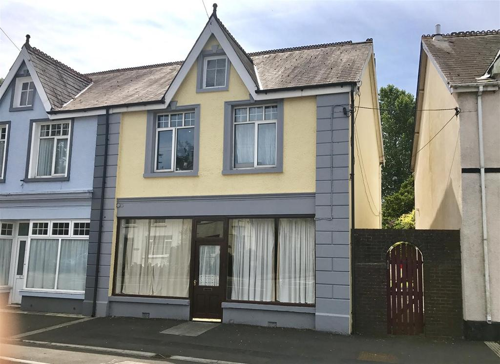 3 Bedrooms Terraced House for sale in Ammanford Road, Llandybie, Ammanford