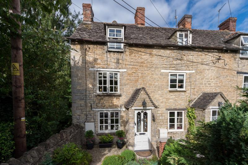2 Bedrooms Semi Detached House for sale in Park Street, Bladon, Woodstock, Oxfordshire
