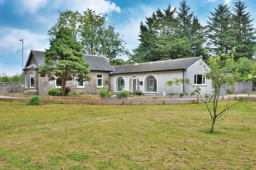 4 Bedrooms Detached Bungalow for sale in Garthland Lodge Kilbirnie Road, Lochwinnoch, PA12 4JF