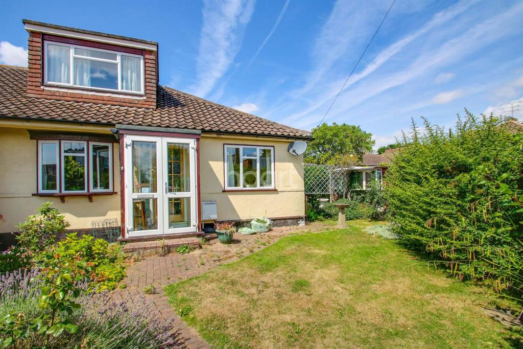 2 Bedrooms Semi Detached House for sale in Cedar Park Close, Thundersley
