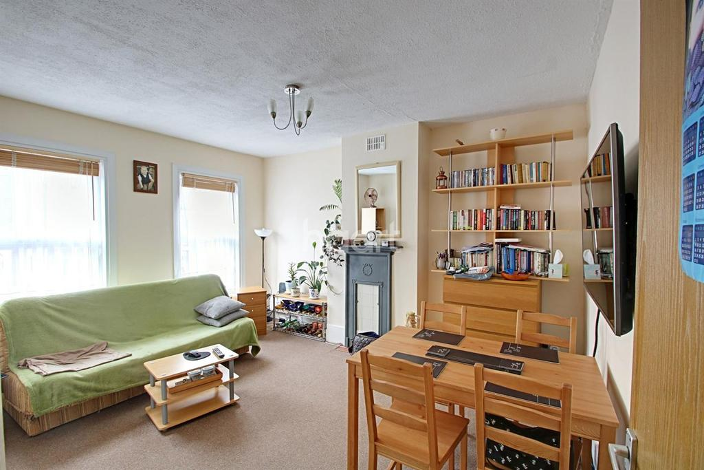 1 Bedroom Flat for sale in Perfect first time buy