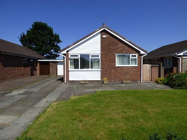 2 Bedrooms Bungalow for sale in Sutton Avenue, Culcheth, Warrington