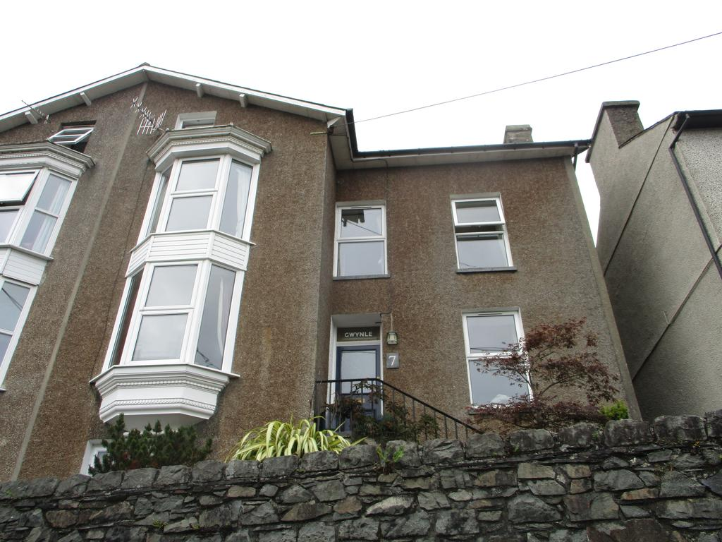 4 Bedrooms Semi Detached House for sale in Gwynle, 7 Garth Terrace, Porthmadog LL49