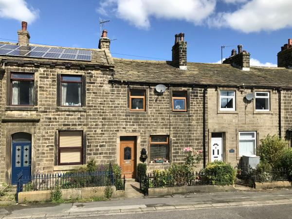 3 Bedrooms Terraced House for sale in 5 Lane Ends, Cowling BD22 0JY