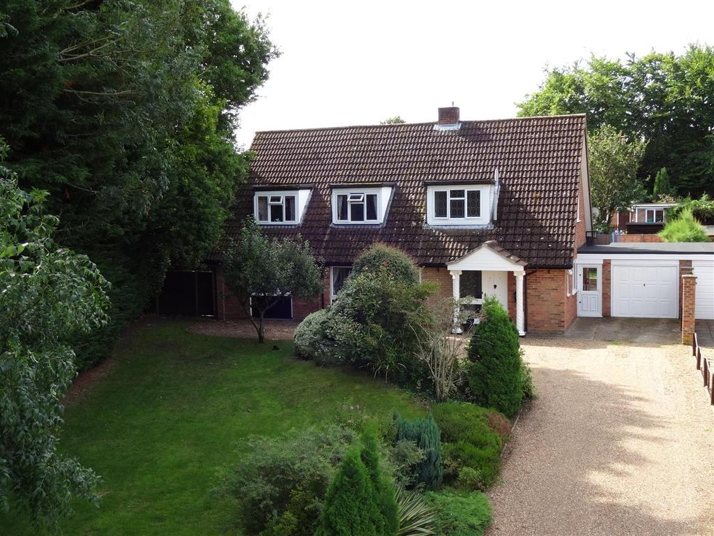 4 Bedrooms Chalet House for sale in Crown Road, Mundford