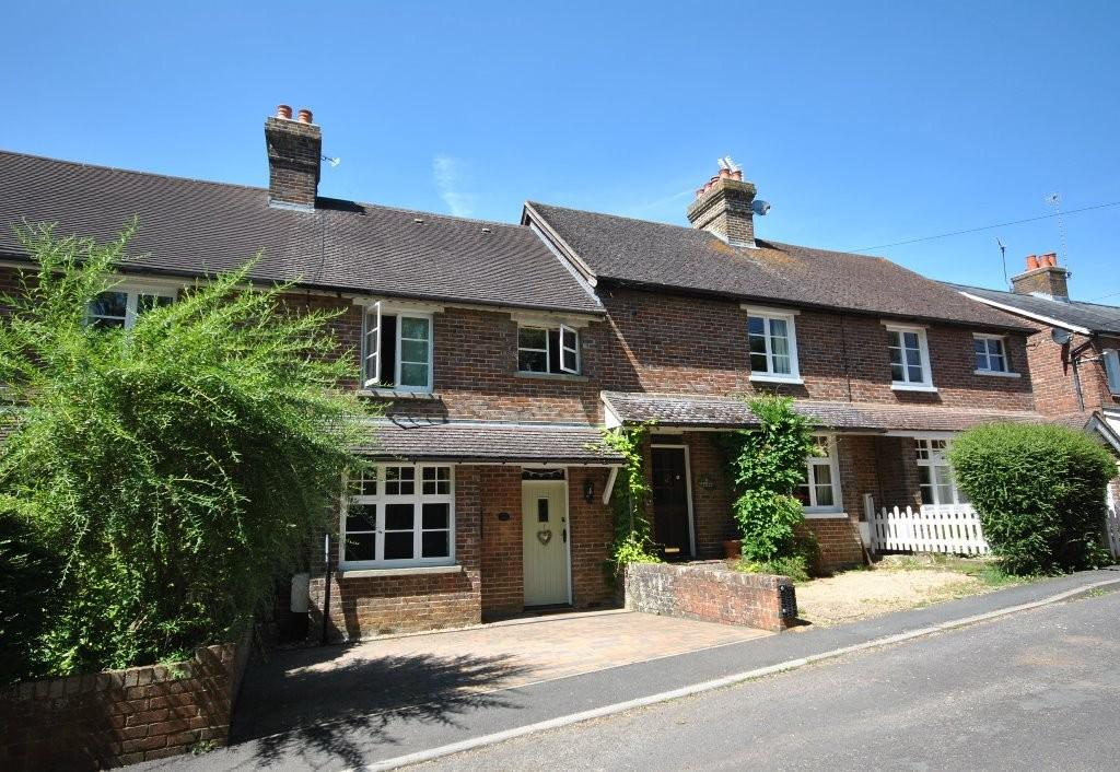 3 Bedrooms House for sale in Knowsley Cottages, Woodside Road, Chiddingfold, Godalming, GU8