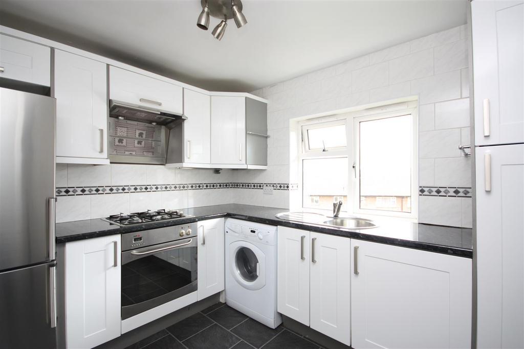 2 Bedrooms Apartment Flat for sale in Regent Close, Horsforth, Leeds