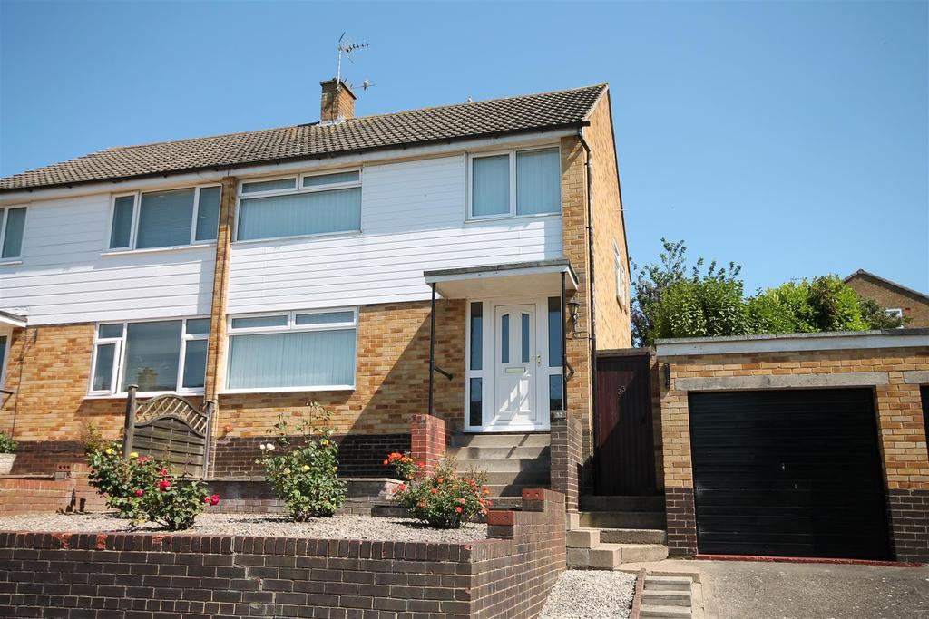 3 Bedrooms Semi Detached House for sale in Westwood Avenue, Heighington Village
