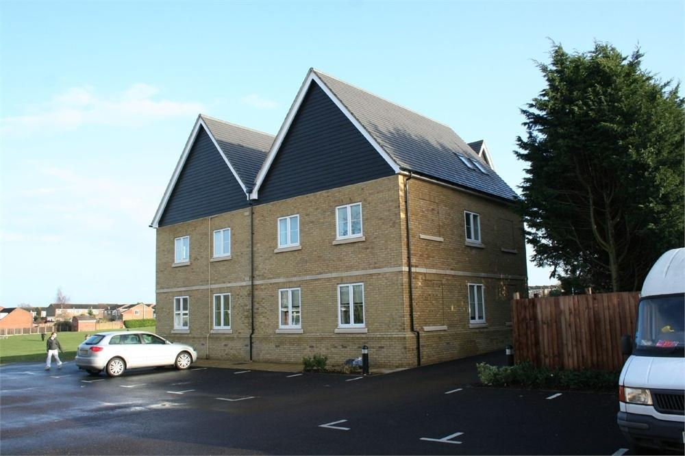 2 Bedrooms Flat for sale in Balmoral Court, Edinburgh Gardens, BRAINTREE, Essex