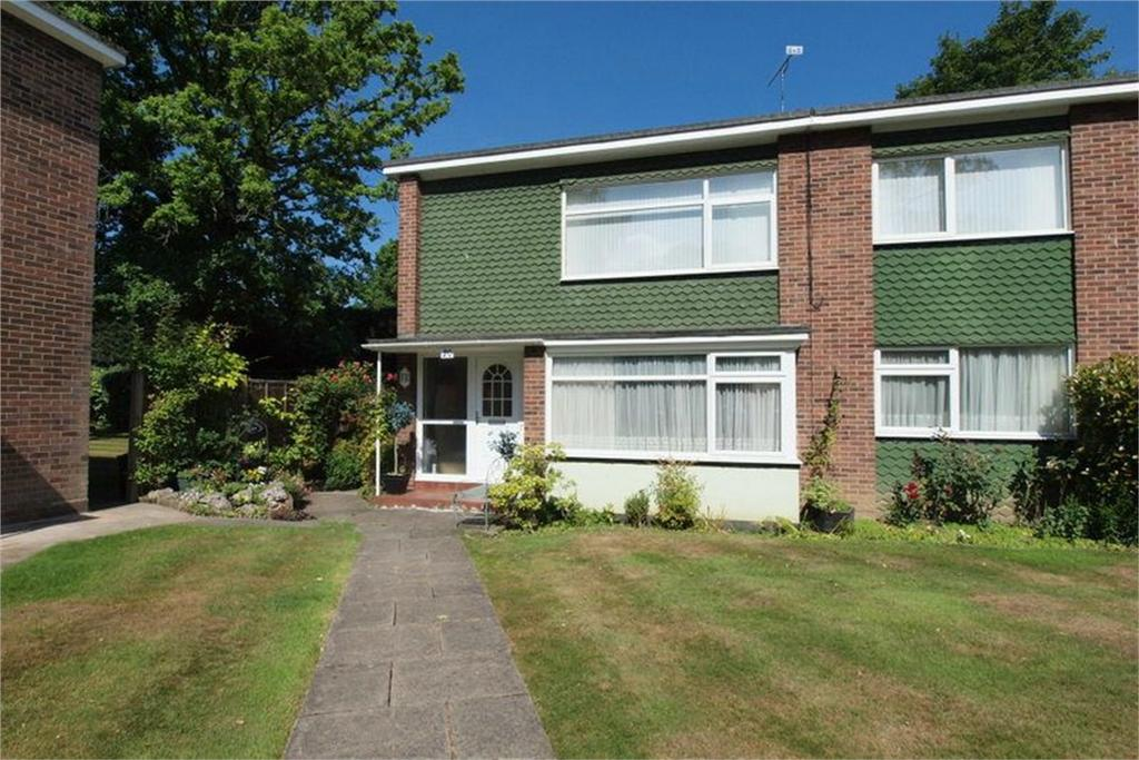 2 Bedrooms Maisonette Flat for sale in Foxes Dale, Bromley, Kent