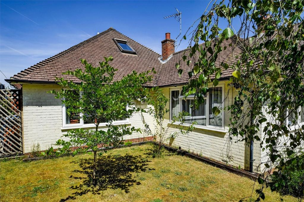 4 Bedrooms Detached Bungalow for sale in Beacon Hill Road, Hindhead