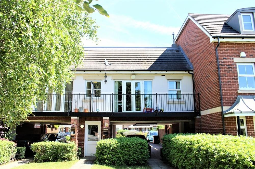 2 Bedrooms Flat for sale in London Road, Slough, Berkshire