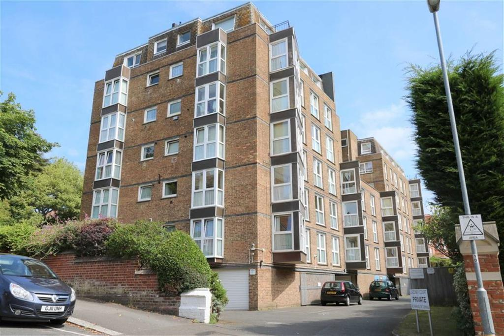 2 Bedrooms Apartment Flat for sale in Cumberland Gardens, St Leonards On Sea