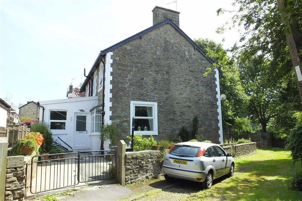 3 Bedrooms Semi Detached House for sale in Rainhall Crescent, Barnoldswick, Lancashire, BB18