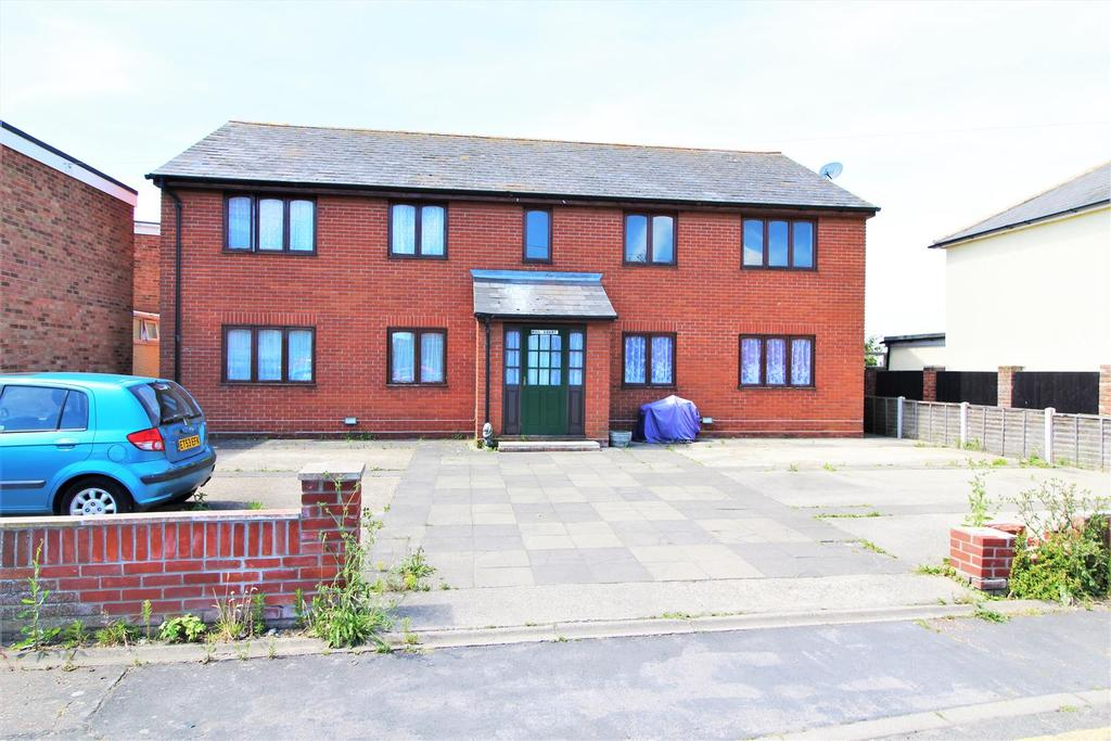 2 Bedrooms Flat for sale in Saville Street, Walton On The Naze