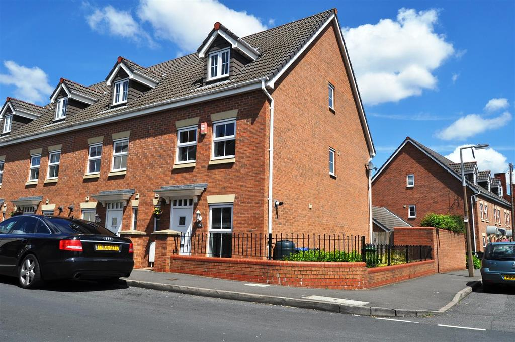 3 Bedrooms Town House for sale in Claremont Street, Cradley Heath