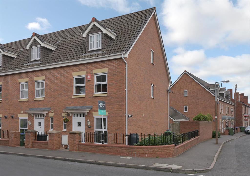 3 Bedrooms Town House for sale in Claremont Street, Cradley Heath