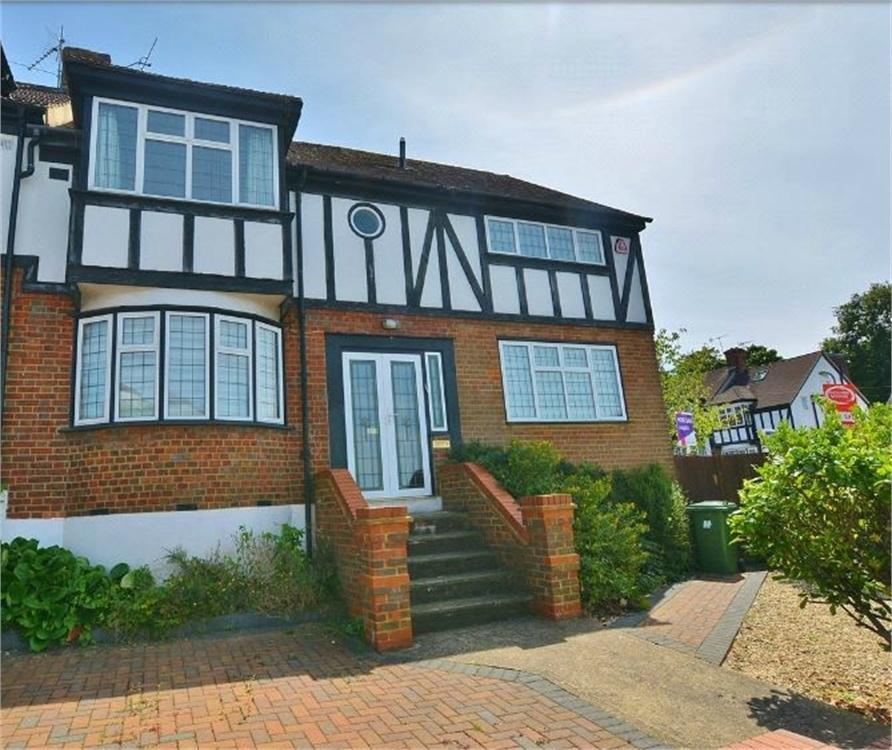 4 Bedrooms Semi Detached House for sale in Somers Way, Bushey, Hertfordshire