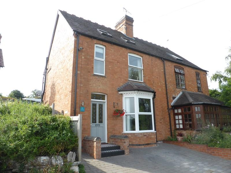 3 Bedrooms Semi Detached House for sale in Crest Hill, Harvington, Evesham