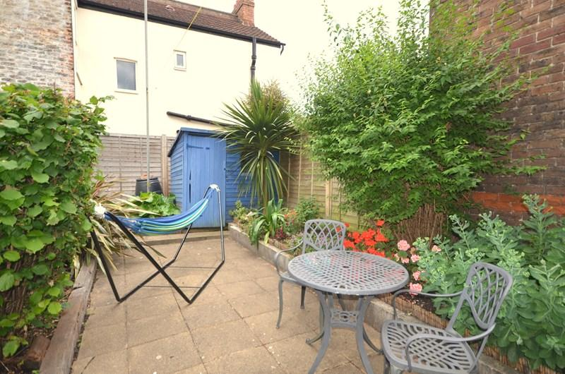 2 Bedrooms Ground Flat for sale in New Road, Buckland, Portsmouth