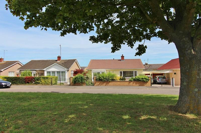 3 Bedrooms Detached Bungalow for sale in Conway Green, Keynsham, Bristol