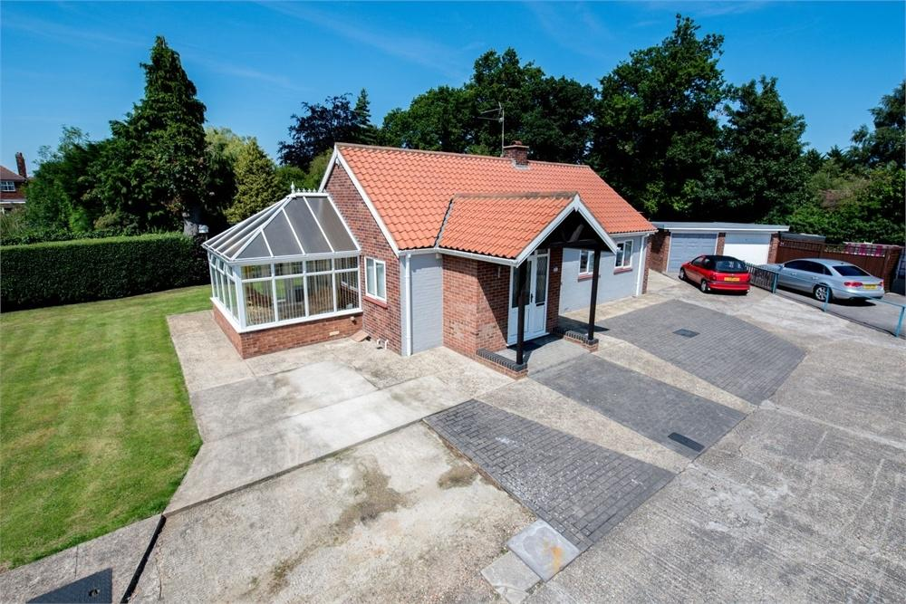 2 Bedrooms Detached Bungalow for sale in St Thomas Drive, Boston, Lincolnshire