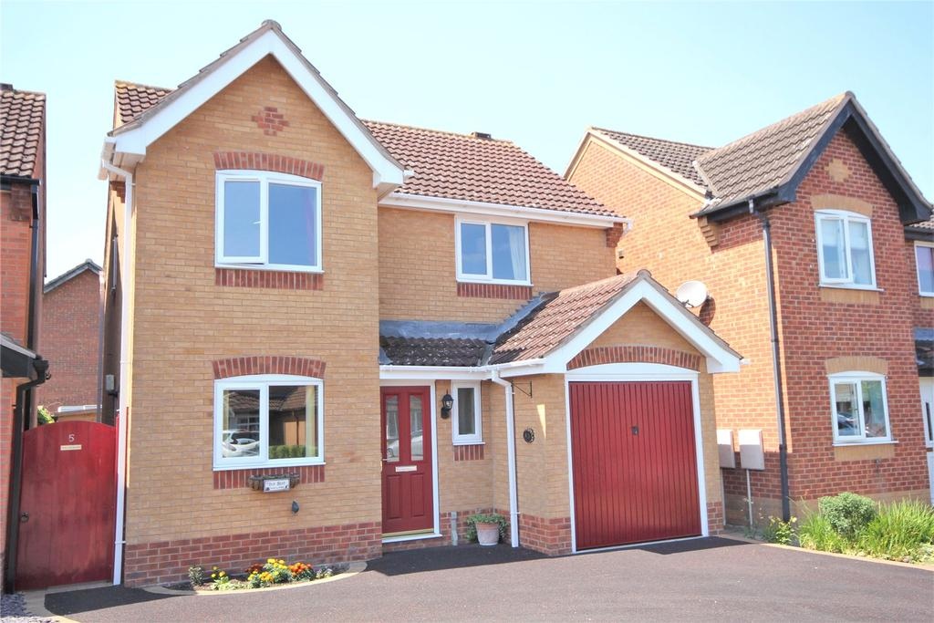 3 Bedrooms Detached House for sale in Hollowbrook Close, Ruskington, NG34