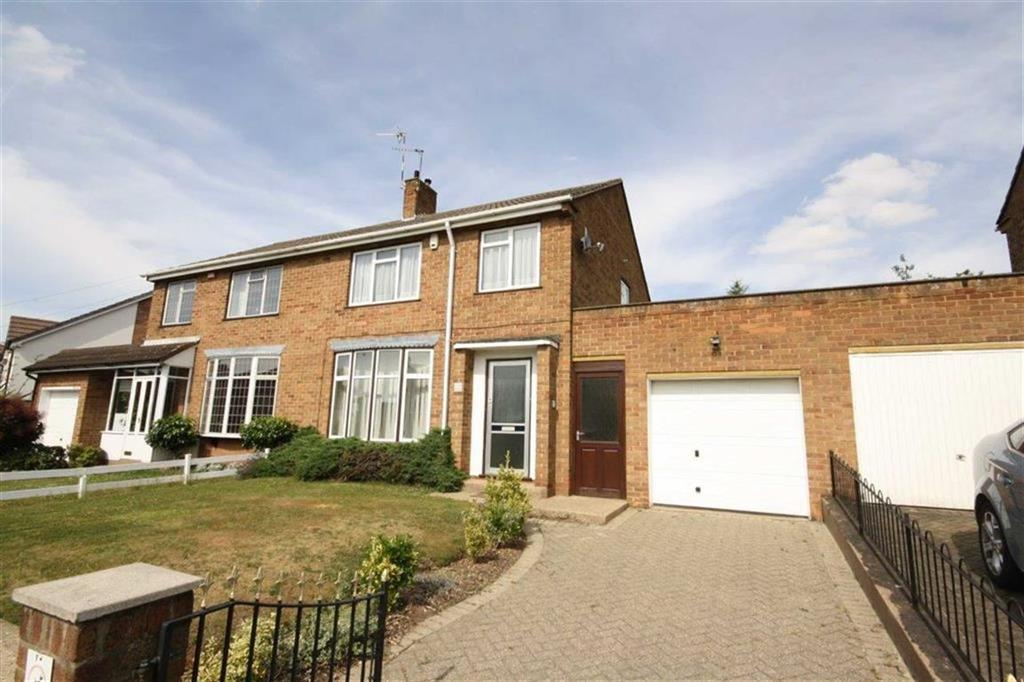 3 Bedrooms Semi Detached House for sale in Roxburgh Road, Attleborough, Nuneaton
