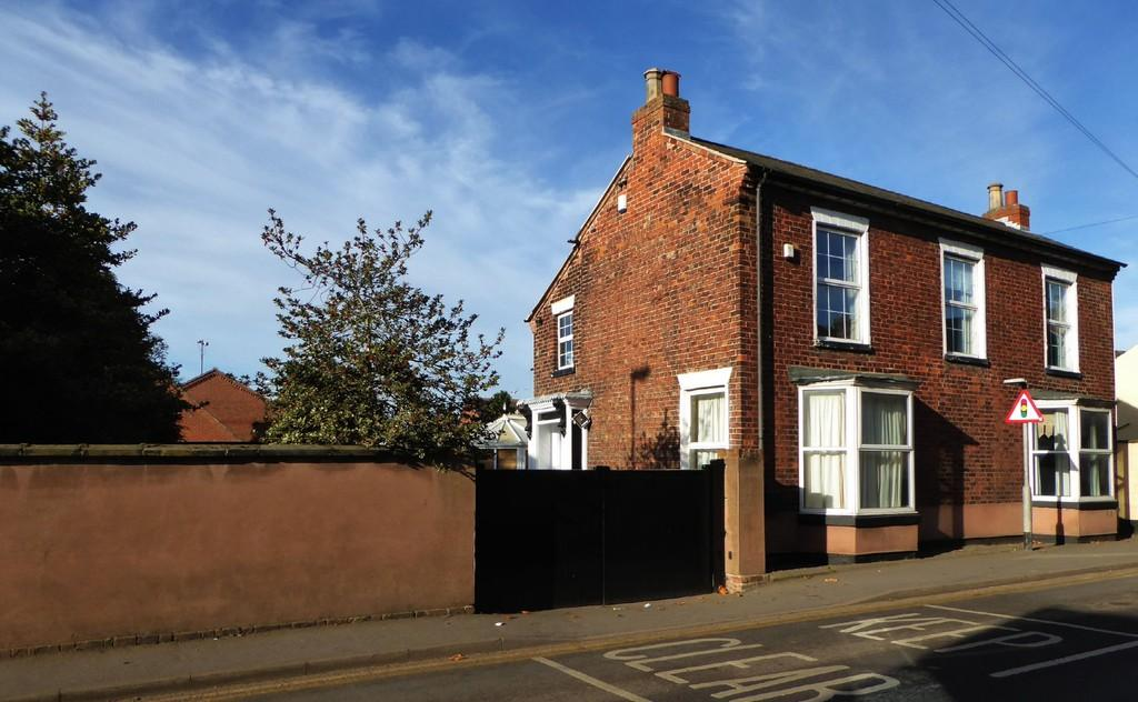 5 Bedrooms Detached House for sale in High Street, Crowle, North Lincolnshire