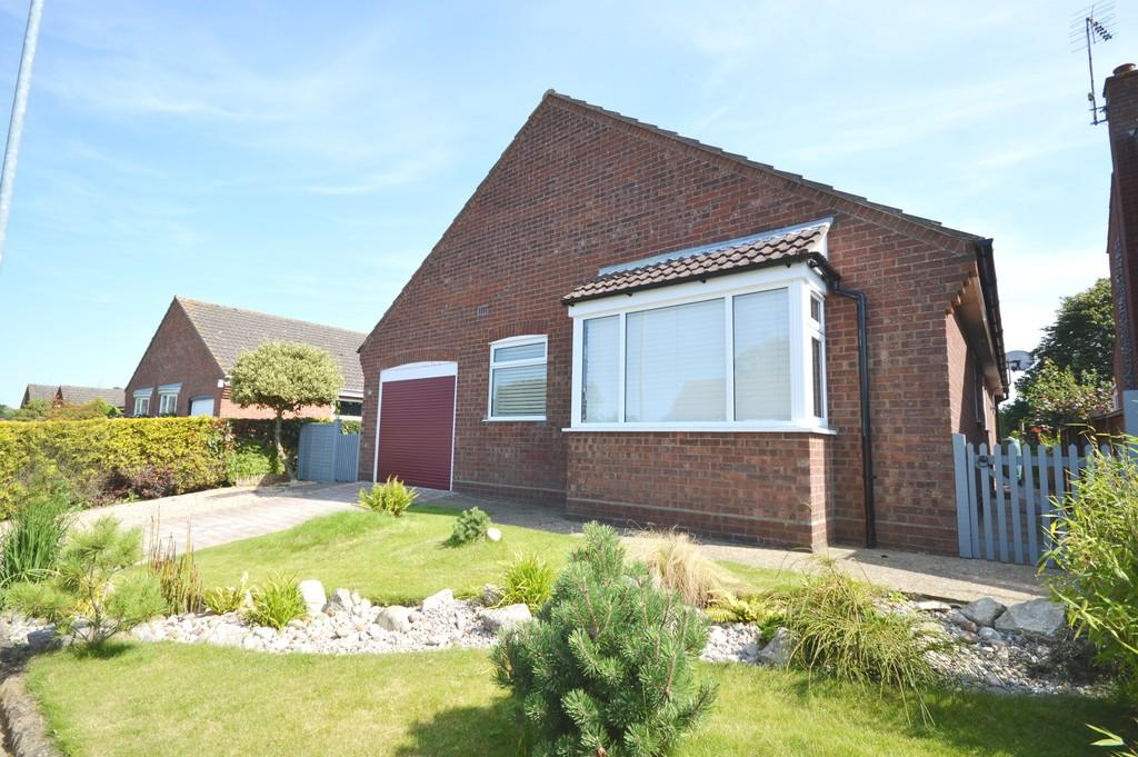 3 Bedrooms Detached Bungalow for sale in Meadow Close, Holt, Norfolk