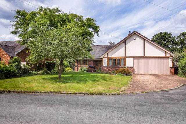 3 Bedrooms Detached Bungalow for sale in The Moorings,Alrewas,Burton On Trent