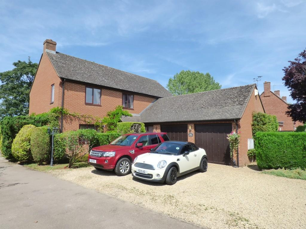 4 Bedrooms Detached House for sale in Twyford Fields, Twyford