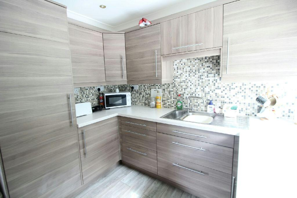 2 Bedrooms Flat for sale in Blackbird Close, Rogerstone, Newport