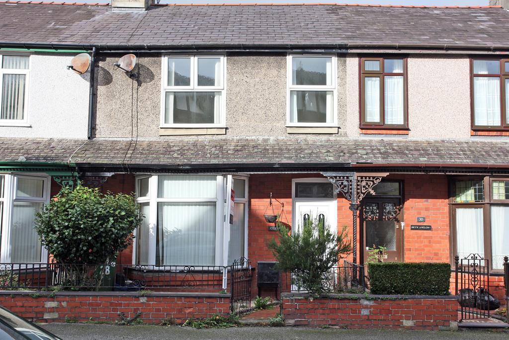3 Bedrooms Terraced House for sale in Vaynol Street, Caernarfon, North Wales