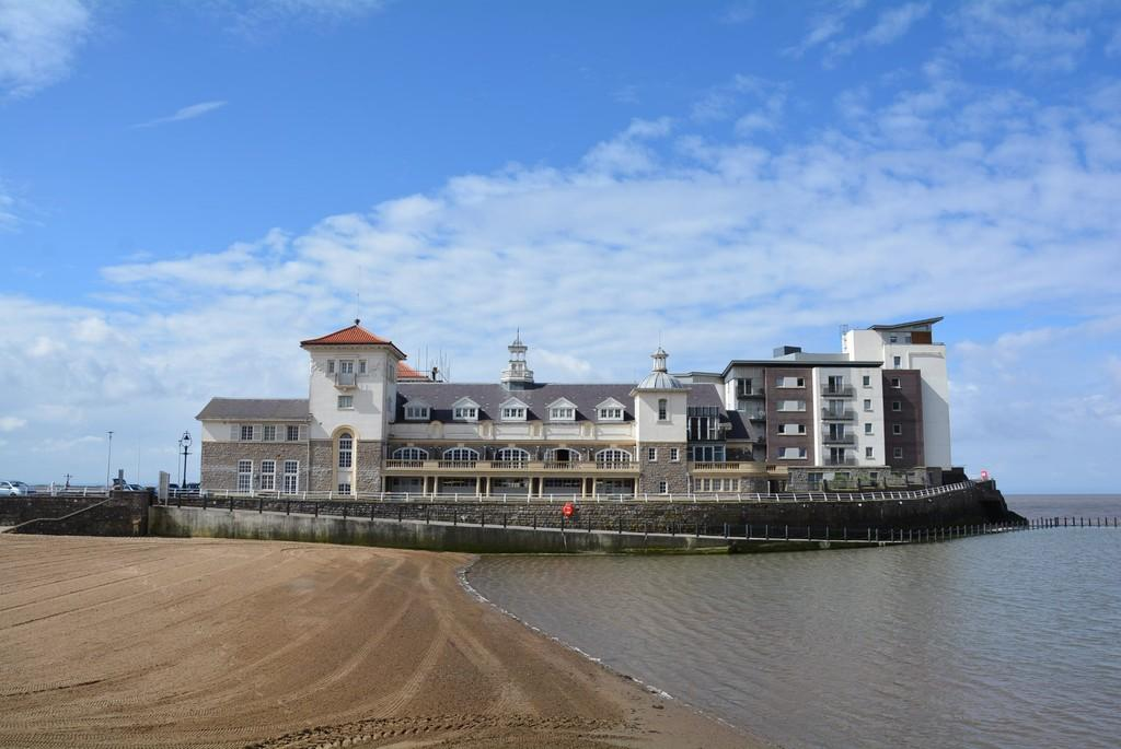 2 Bedrooms Apartment Flat for sale in Knightstone Island, Weston-super-Mare