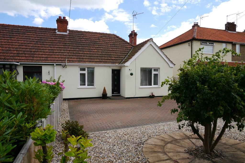3 Bedrooms Semi Detached Bungalow for sale in Long Road, South Lowestoft