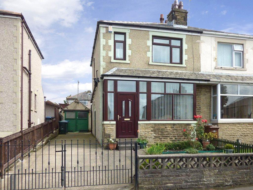 3 Bedrooms Semi Detached House for sale in Thornacre Road, Shipley, West Yorkshire