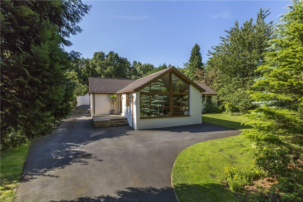 4 Bedrooms Detached Bungalow for sale in Clara Drive, Calverley, Pudsey, West Yorkshire