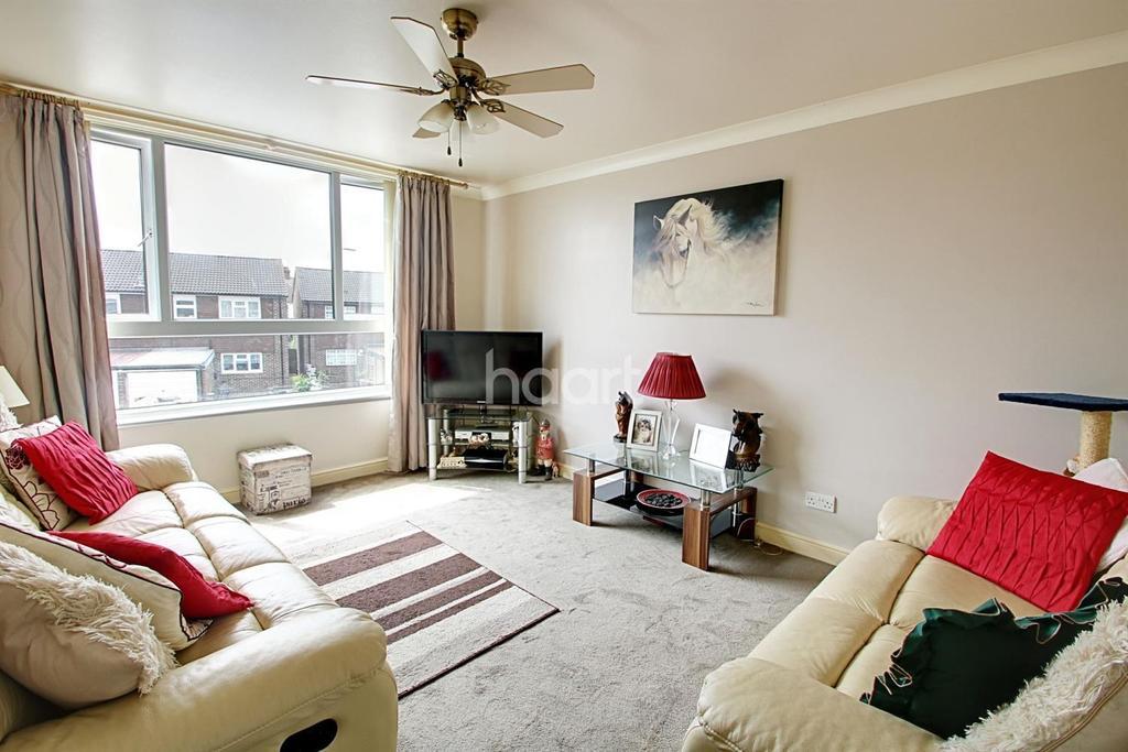 1 Bedroom Flat for sale in Portnoi Close, Rise Park, Romford