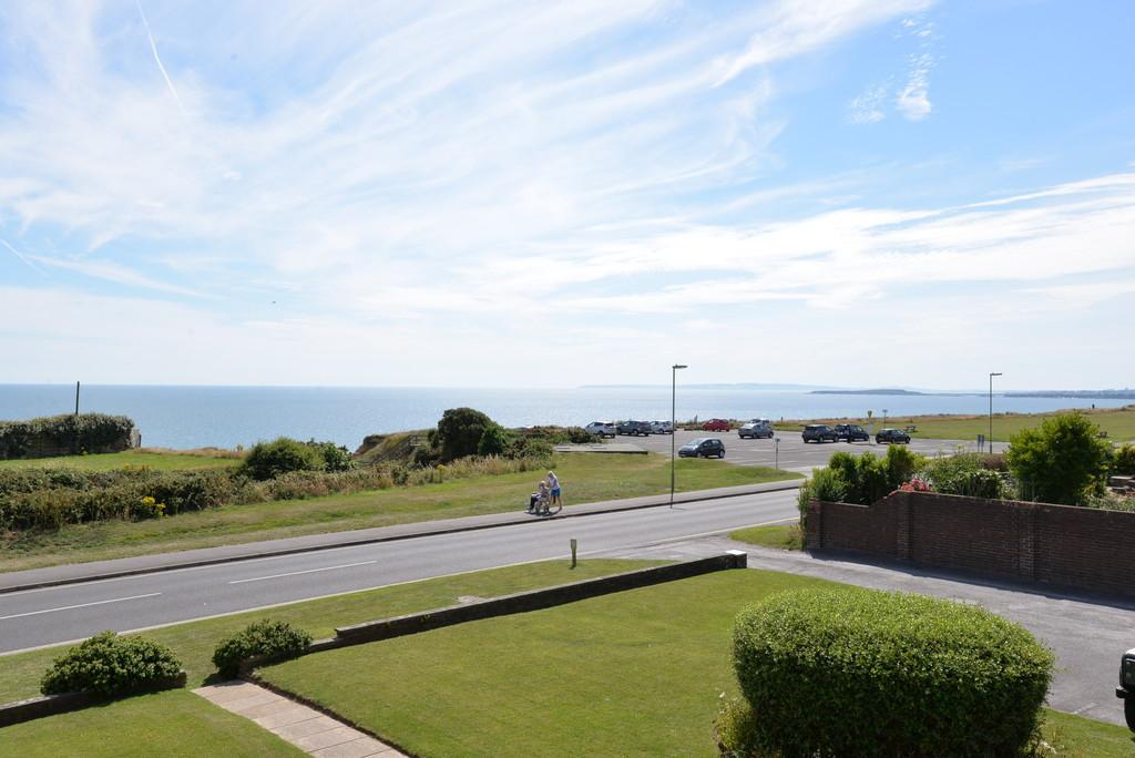 2 Bedrooms Apartment Flat for sale in Marine Drive, Barton on Sea