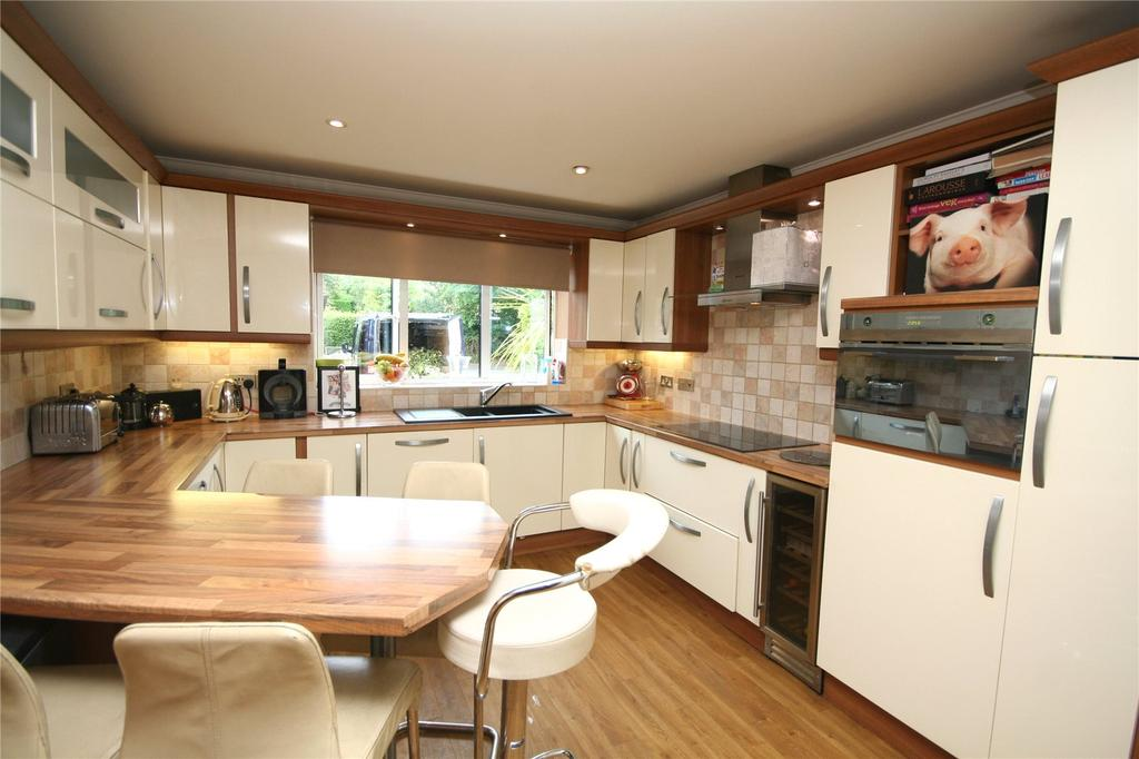 4 Bedrooms Detached House for sale in Millcot, New Road, Woodmancote, Cheltenham, GL52